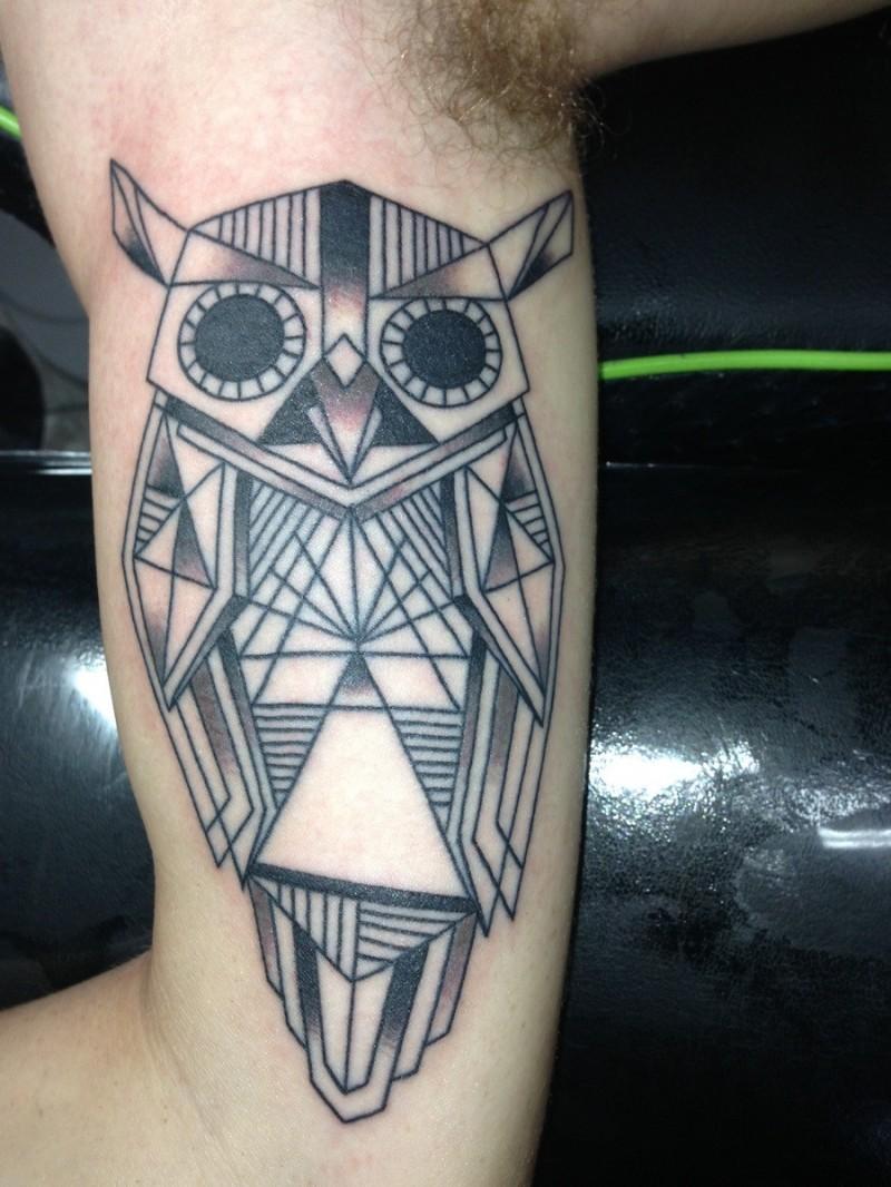 922d2d689f66f Black Ink Geometric Owl Tattoo On Left Upper Arm