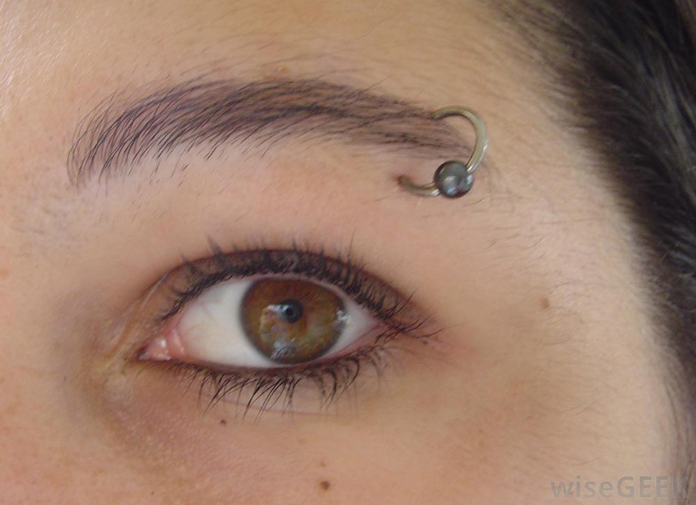 36+ Beautiful Eyebrow Piercing Ideas