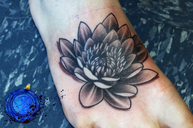 a39519c9138ff Black And White Lotus Tattoo On Right Foot