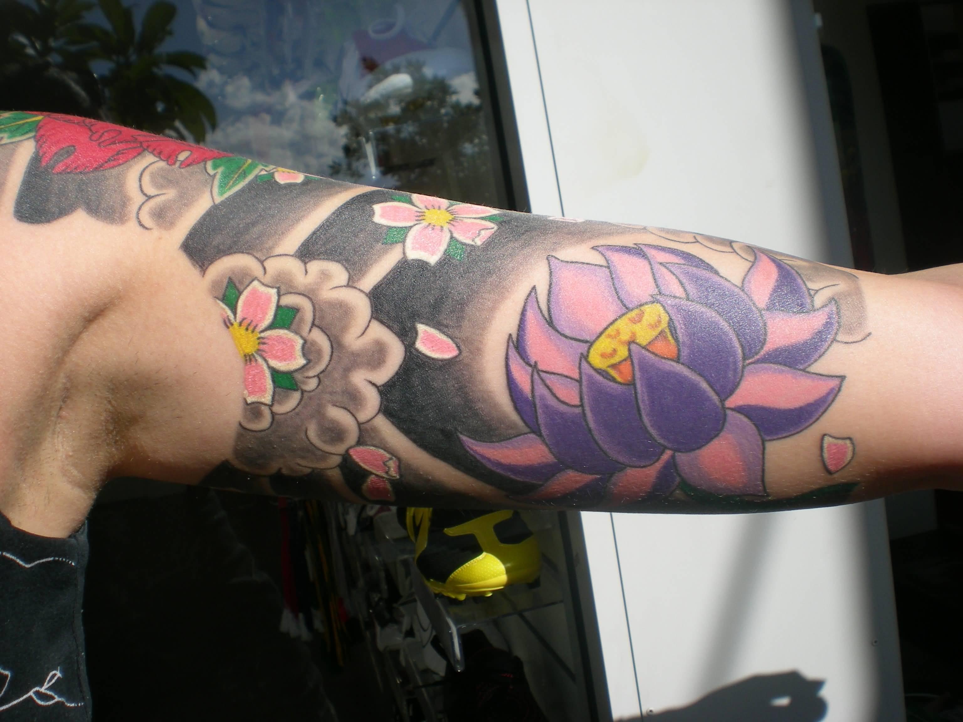 44 japanese lotus tattoos collection attractive japanese lotus flower tattoo on left bicep izmirmasajfo