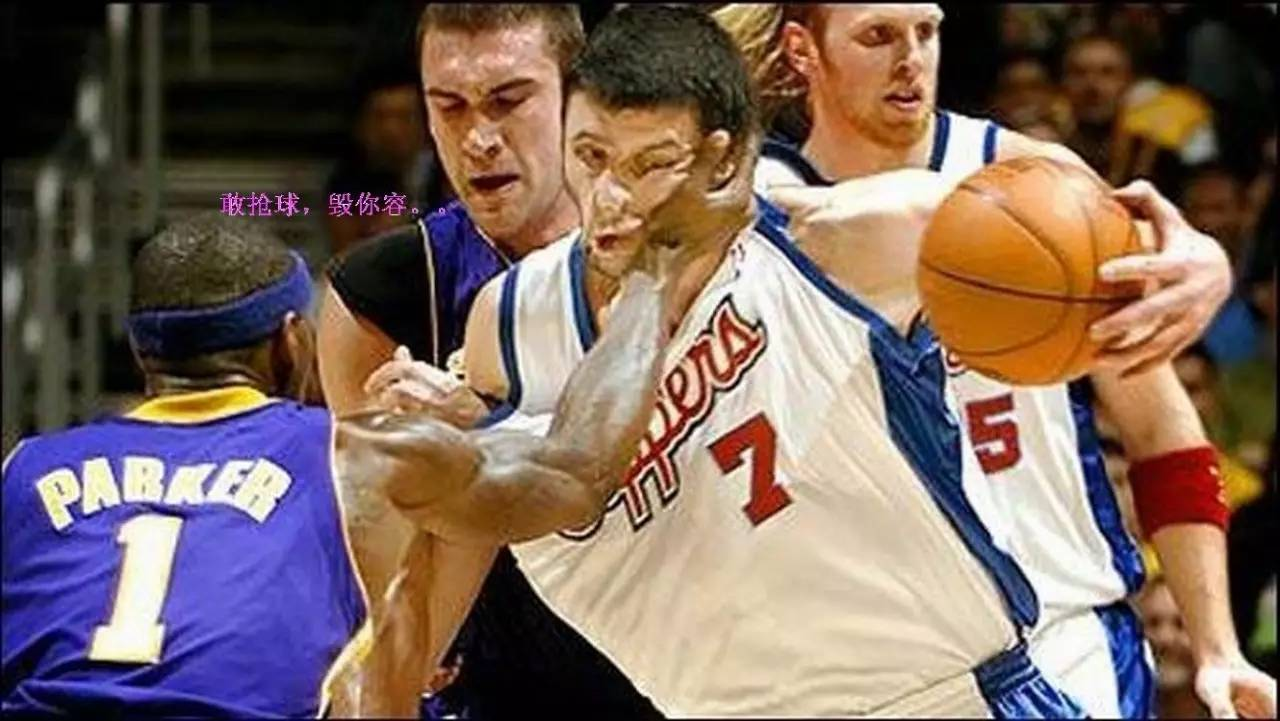 Basketball Players Slap Funny Photo