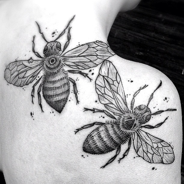 Black And White Geometric Bumblebee Tattoo On Right Back Shoulder