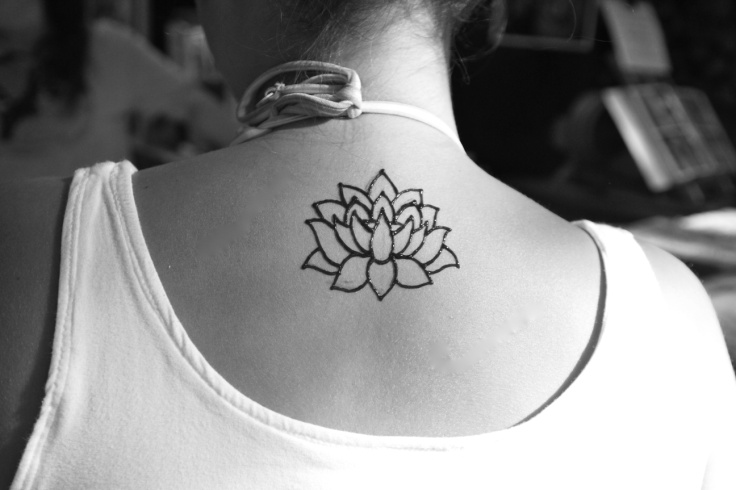 acea42123 Black Outline Henna Lotus Flower Tattoo On Girl Upper Back