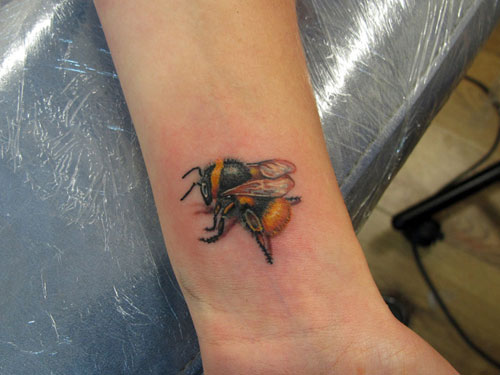 26 realistic bumblebee tattoos collection rh askideas com bumble bee tattoo images bumble bee tattoos ideas