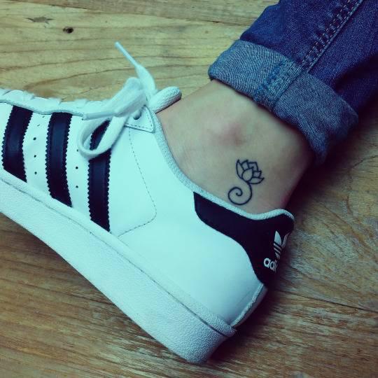 34 best lotus flower tattoos on ankle simple black outline lotus flower tattoo on ankle mightylinksfo