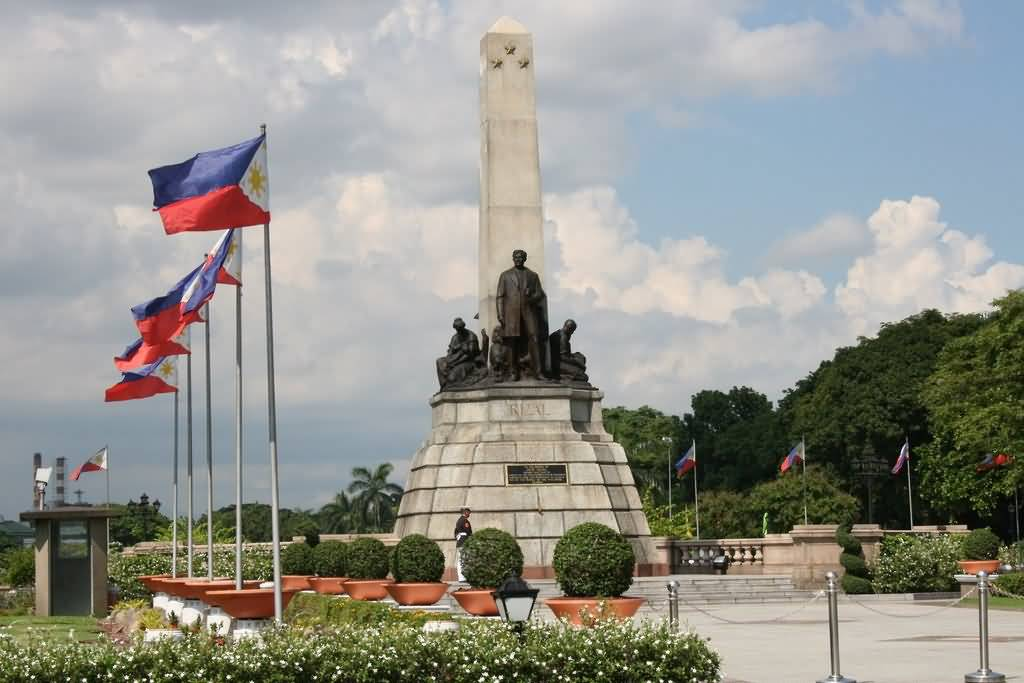 luneta park Rizal park ( filipino : liwasang rizal ), also known as luneta national park or simply luneta , is a historical urban park in the philippines located along roxas boulevard , manila , adjacent to the old walled city of intramuros , it.