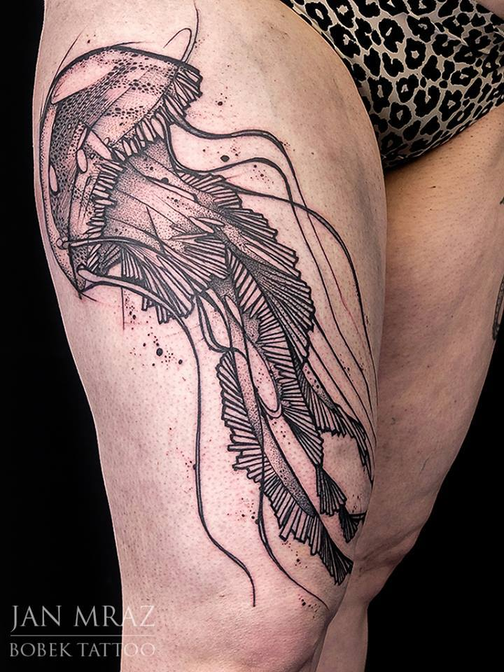 Black Ink Jelly Fish Tattoo On Right Thigh