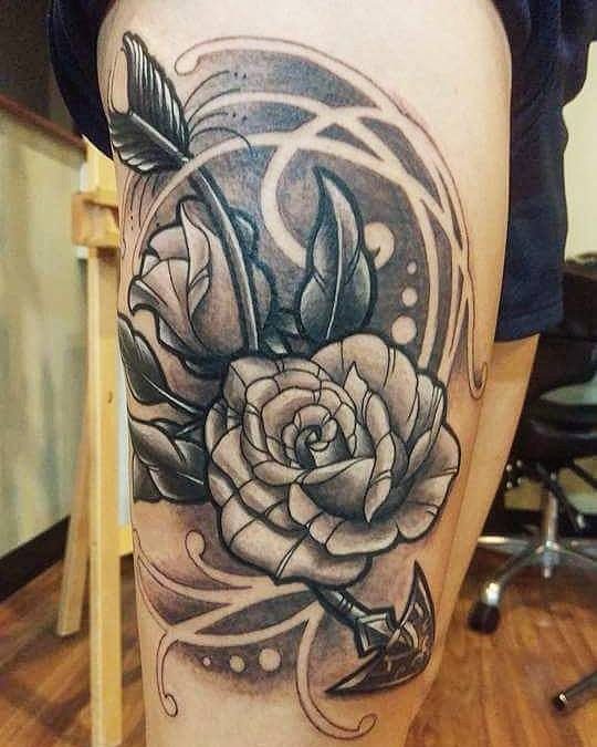 Black Ink Roses Tattoo On Right Side Thigh