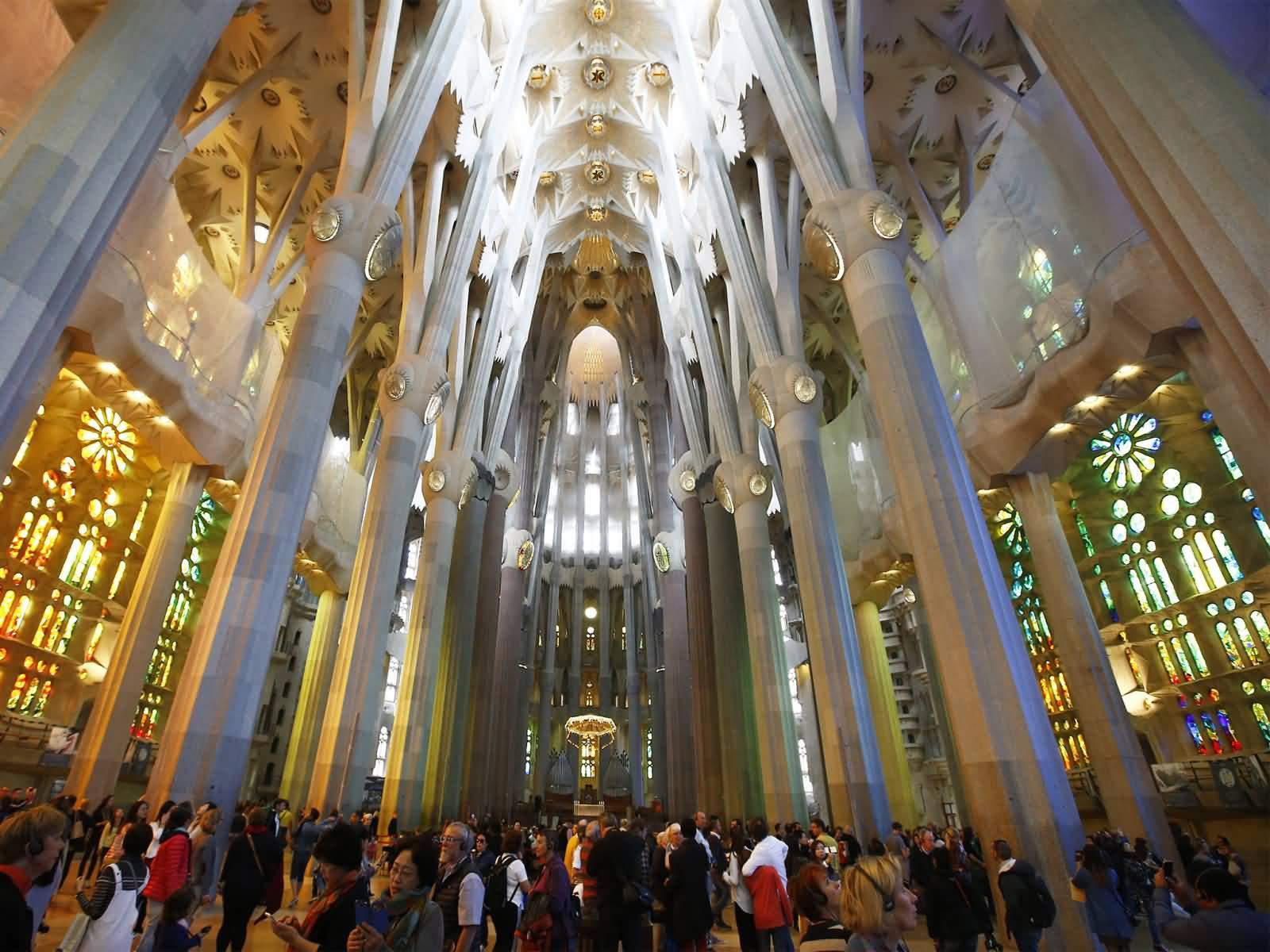 50 best sagrada familia cathedral pictures - Sagrada familia interieur ...