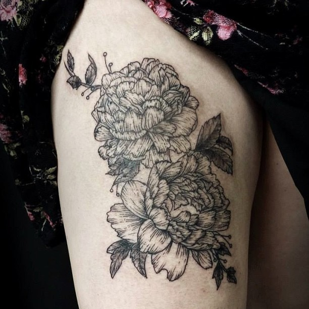 Black And White Peony Flowers Tattoo On Right Thigh