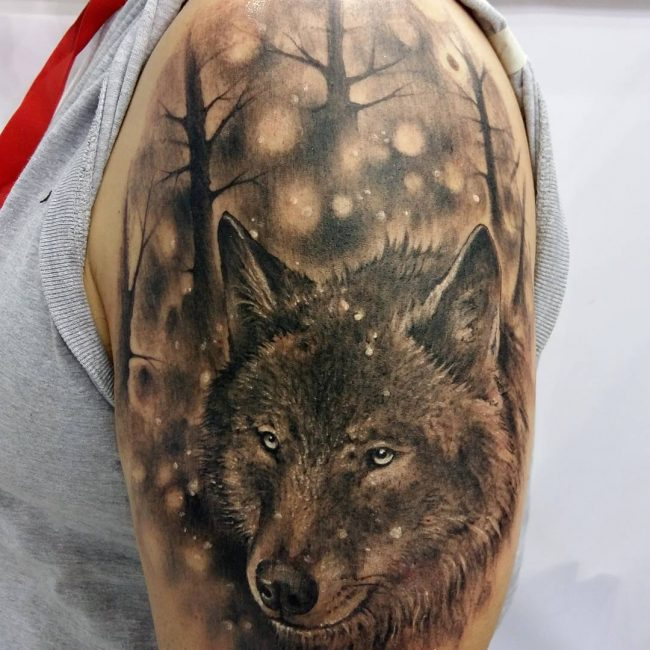 46 Unique Wolf Head Tattoos Ideas: Left Shoulder Grey Wolf Head Tattoo