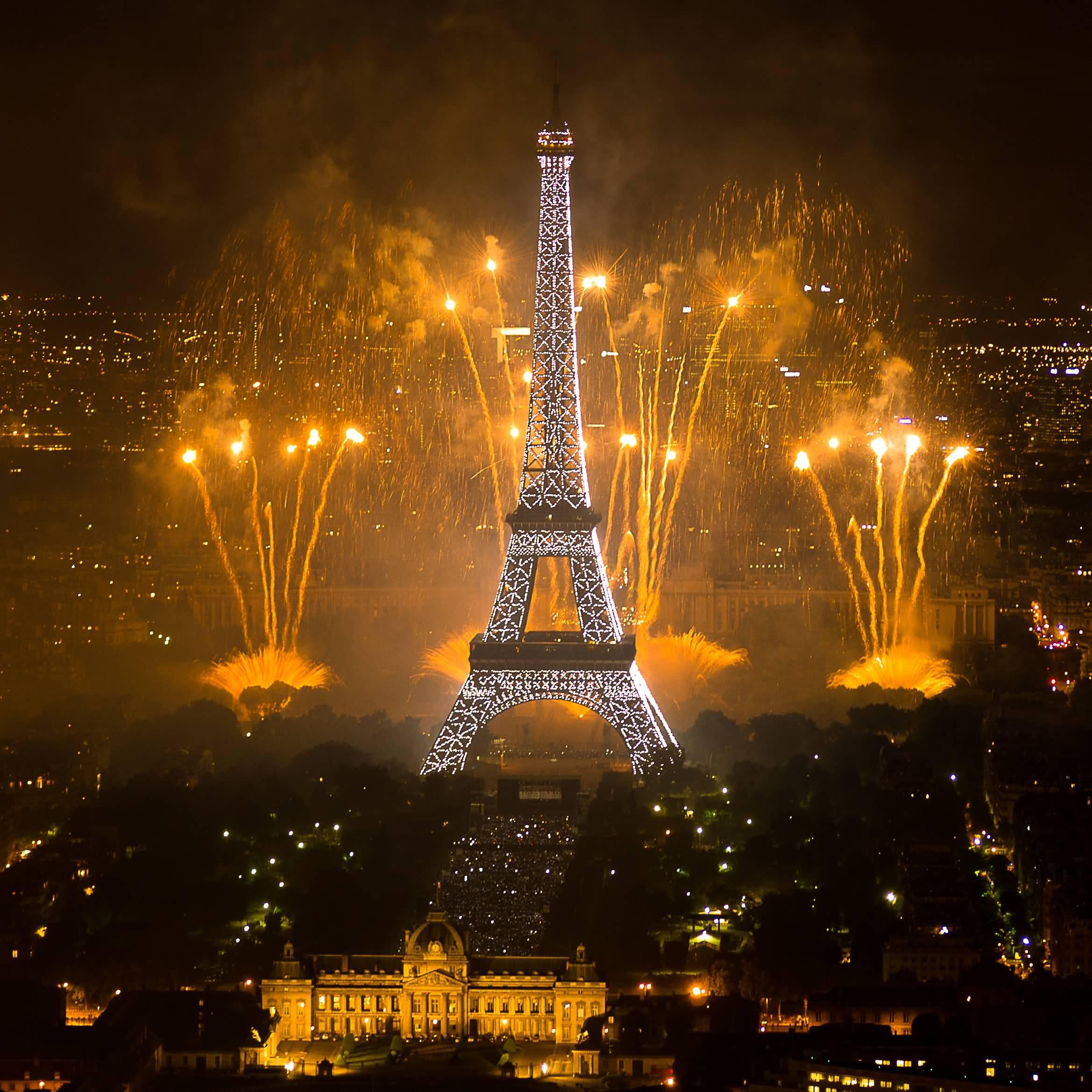 eiffel tower fireworks bastille day picture