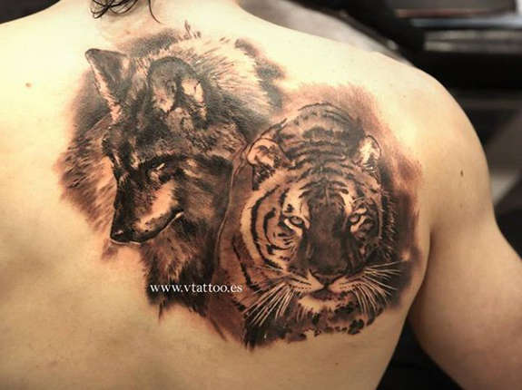 5339a4979 Realistic Wolf Head and Tiger Head Tattoo On Back Shoulder