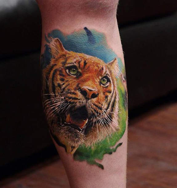 Side Leg Colored Tiger Head Tattoo Idea