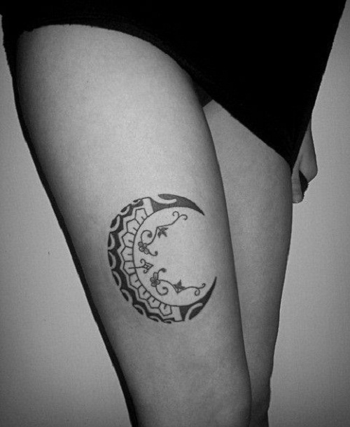 Amazing Moon Tattoo On Right Thigh
