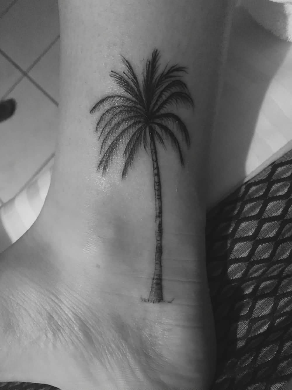 2019 year style- White and Black palm trees tattoos