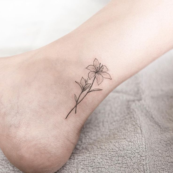 Lily Flower Tattoos On Wrist: 51+ Small Lily Tattoos Ideas
