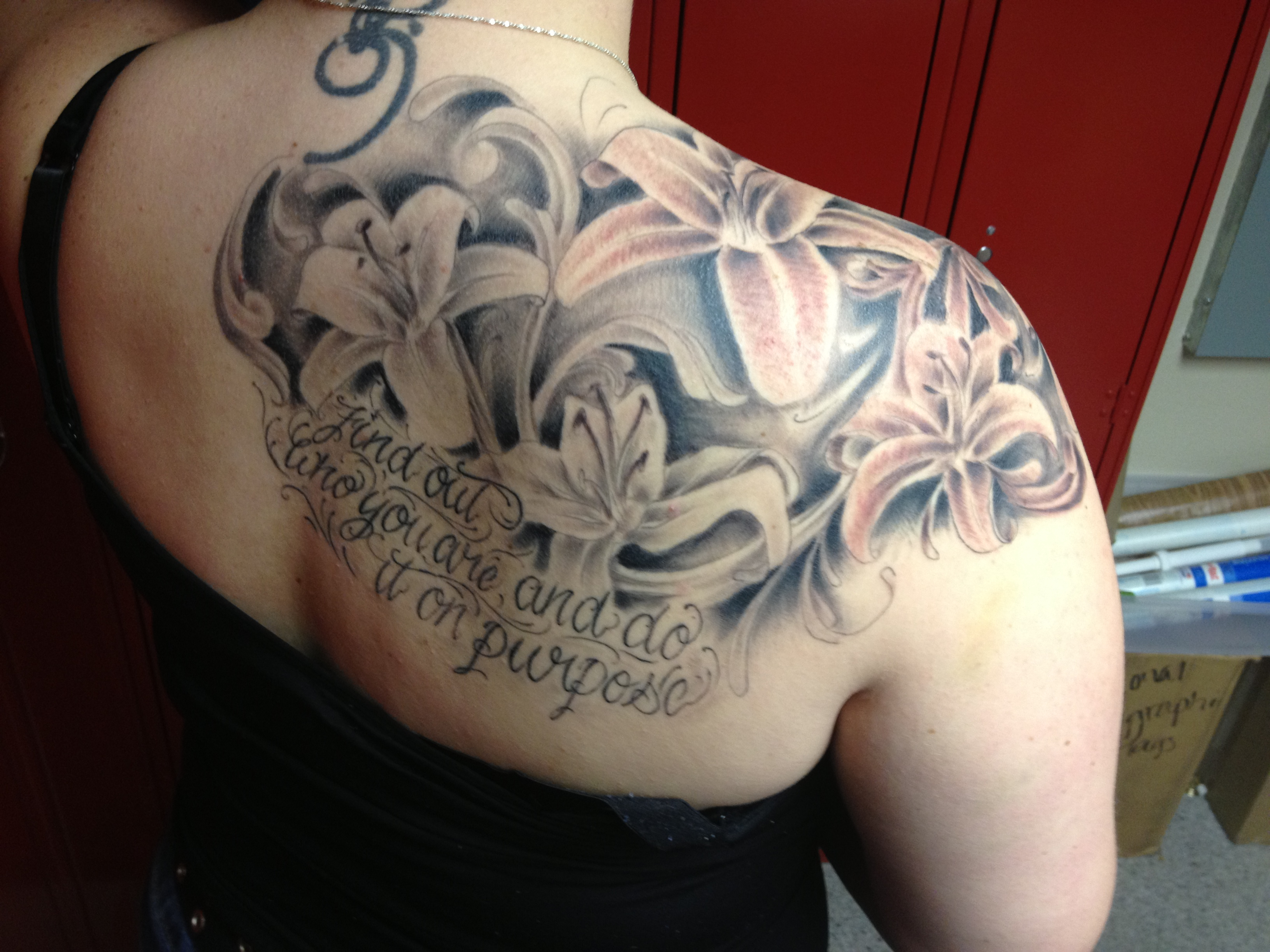 Lily Back Flower Tattoo: 55+ Lily Tattoos On Shoulder With Meaning