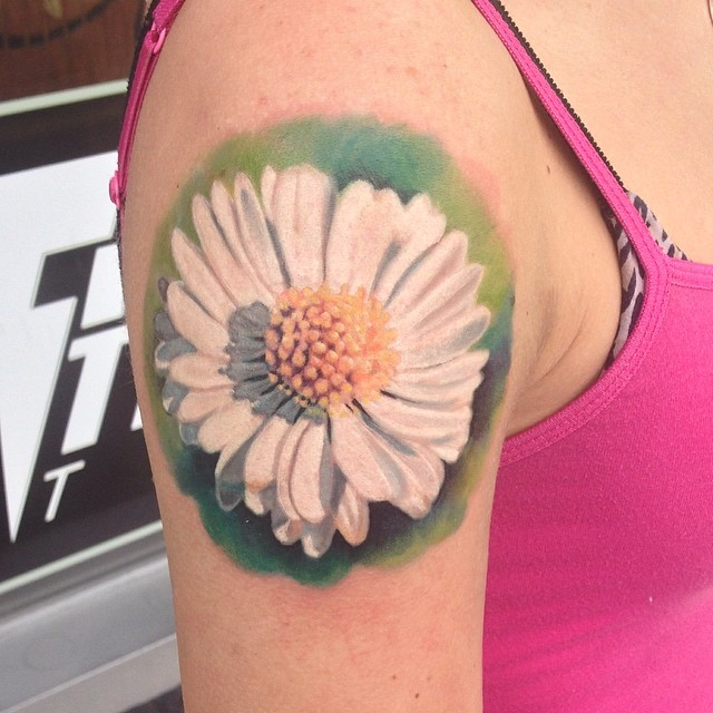 20709eede Realistic Daisy Flower Tattoo On Right Shoulder