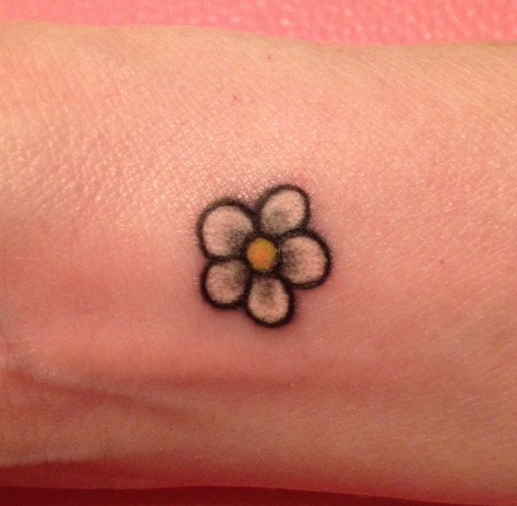 61 Small Daisy Tattoos Ideas With Meaning