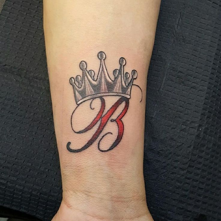 b letter with crown tattoo on wrist. Black Bedroom Furniture Sets. Home Design Ideas