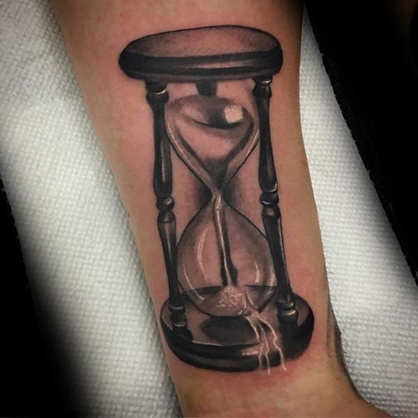 Broken hourglass tattoo  62 Best Hourglass Tattoo Design Ideas With Meaning