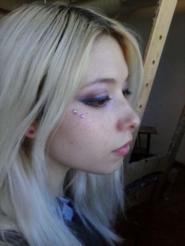 Lila Anti-Eyebrow Piercing On Right Side