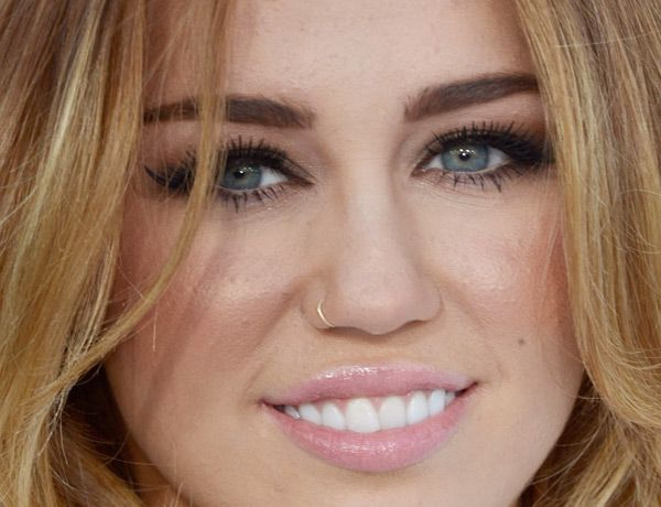 Miley Cyrus Gold Nose Ring Piercing