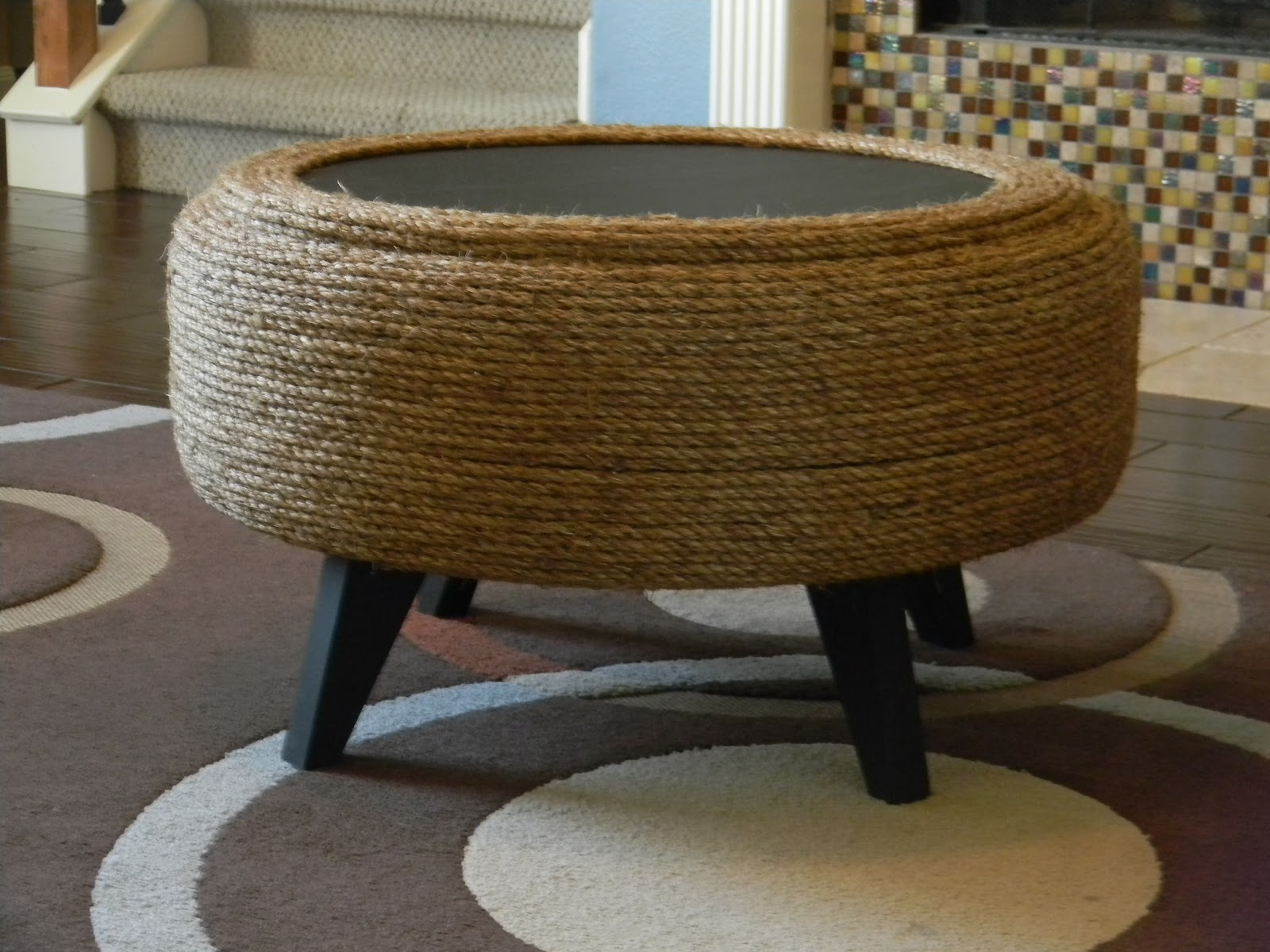 Ottoman out of a recycled tyre and some sisal rope
