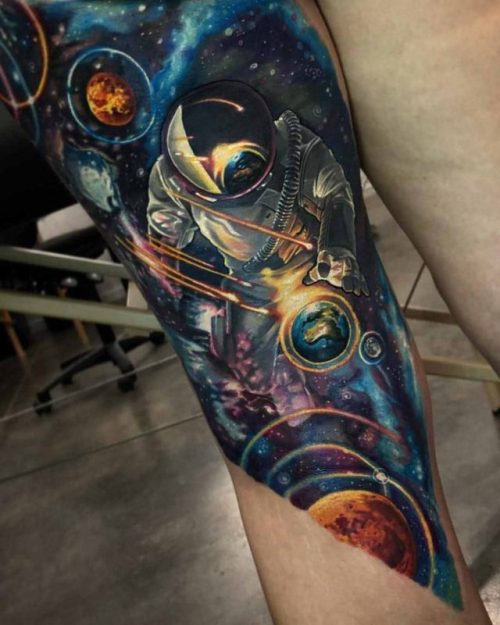 Colored Astronaut With Universe Tattoo On Thighs And Knee Existen momentos que valen la pena recordar toda la vida, con tinta y mi amor por este arte. colored astronaut with universe tattoo